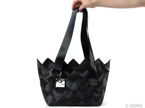 kabelka z recyklovaných bezpečnostních pásů