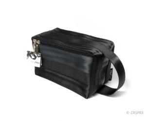 Kosmetická taška z recyklovaných bezpečnostních pásů